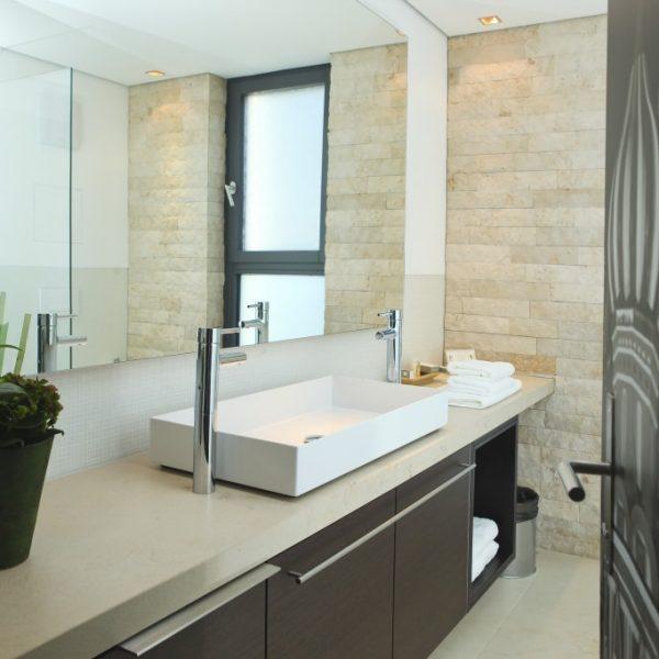 hotel_der_blaue_reiter_karlsruhe_kubus_superiorzimmer_bad4.1024x0